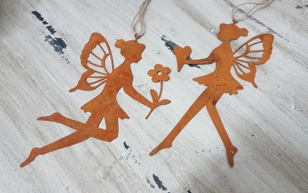 2 x zarte Elfe Edelrost, filigran mit Blume + Herz, z. Hängen für Fenster + Tür
