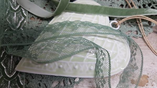B182R 18 m Spitzenband dunkleres Grün, Jade 130, Lace, b 18 mm für Hochzeit und Feiern
