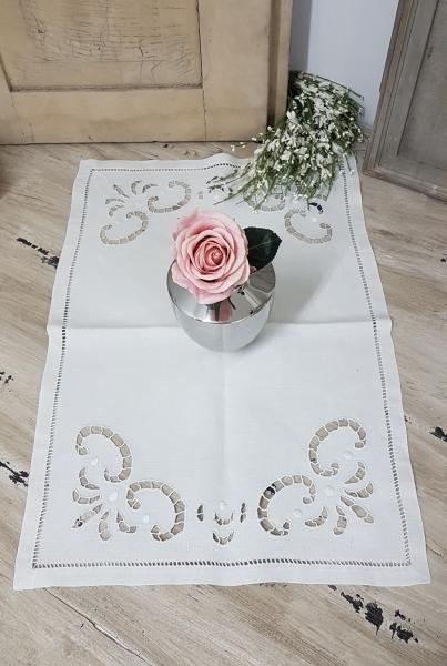 N1921 Uraltes Deckchen Richelieu Stickerei, rechteckig, creme, Handarbeit aus Frankreich
