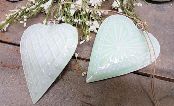 2 x schönes Metallherz, zartgrün, Herz mit 2 Motiven, Metall, Landhausstil