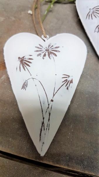 2 x Blechherz mit Blüten, Metall altweiß, Landhausstil, für Floristik, Shabby Chic